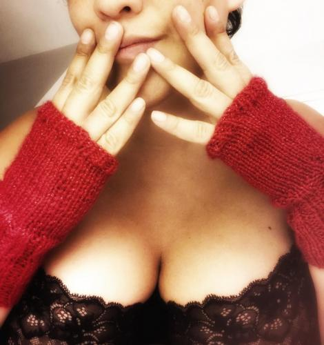 Posing in black bra and sparkly red knitted fingerless gloves